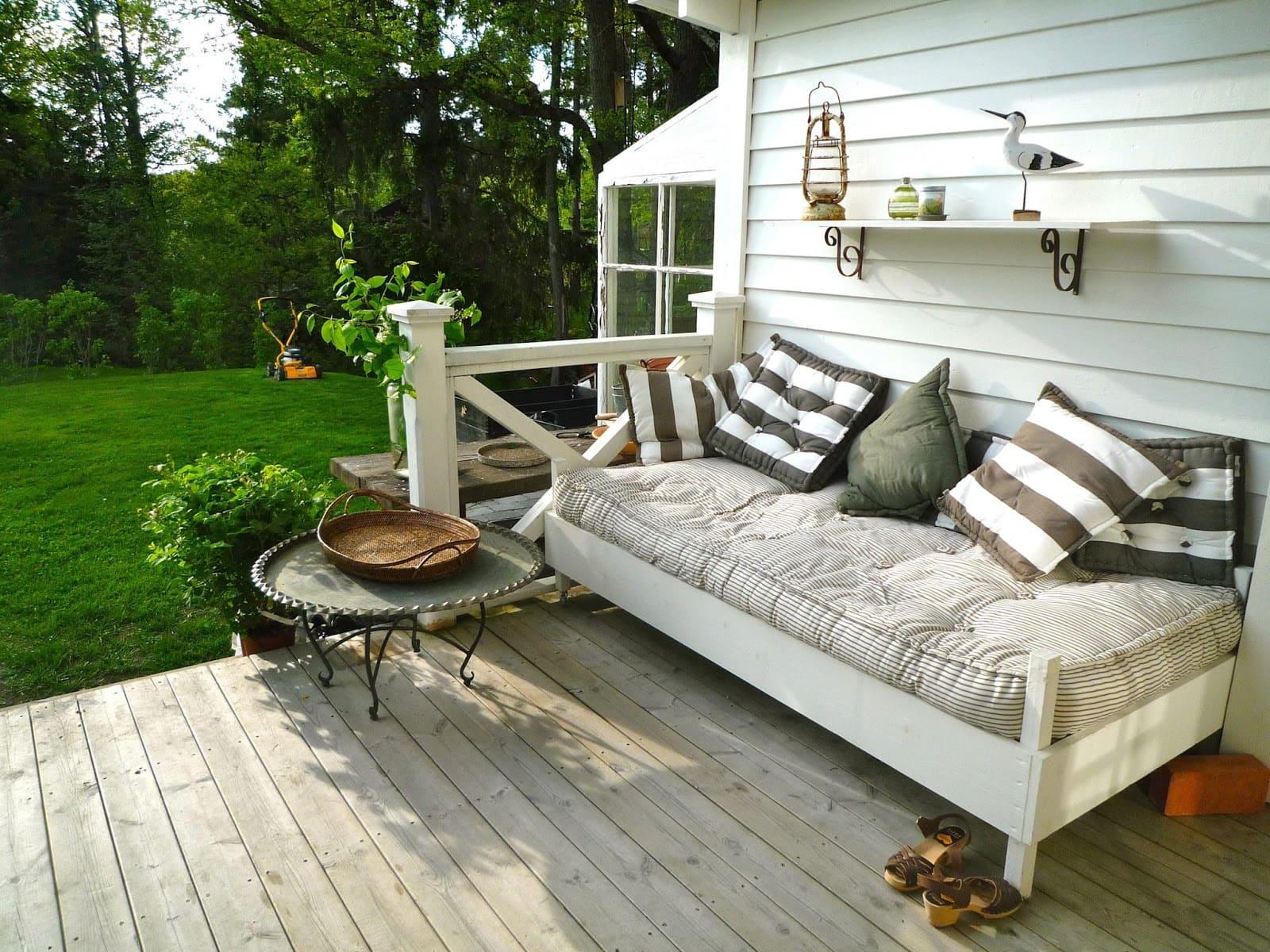 Красивая садовая мебель